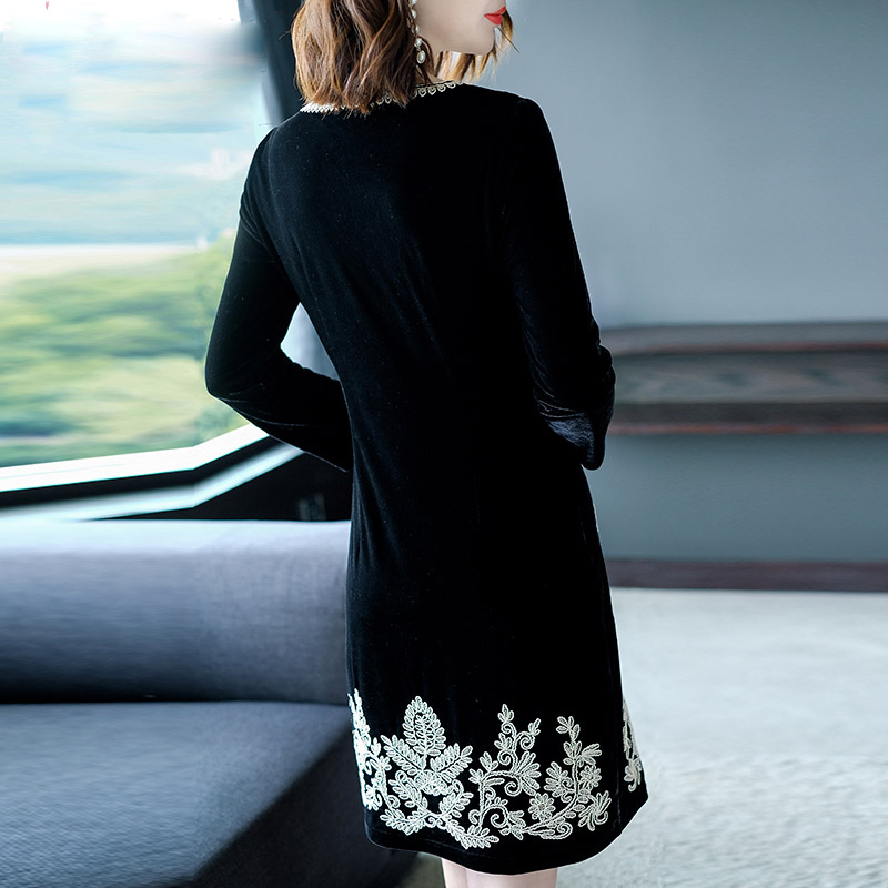 Chinese traditional clothing women Black velvet dress winter vintage floral  embroidery elegant lady beautiful party dress M 4XL-in Dresses from Women s  ... 25fed826c504