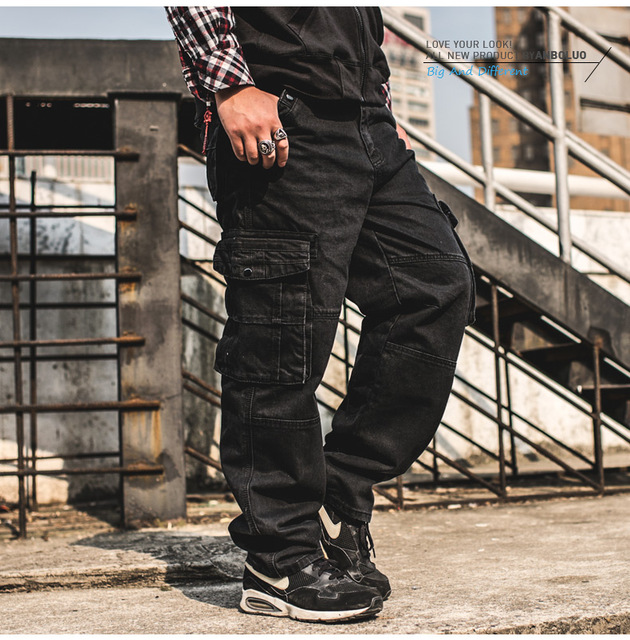 be55dd99f587a9 Japão Estilo Plus Size Mens Carga Calças Jeans calças de Brim Dos Homens  Baggy Solto Calça Jeans Preta Com Bolsos Laterais Tamanho 38 40 42 44 46