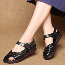 Women sandals 2018 genuine Leather handmade sandals flat heel shoes woman casual summer hole soft bottom non-slip female sandals summer hollow mother sandals flat bottom hole large size shoes women with soft bottom peas shoes non slip in the elderly