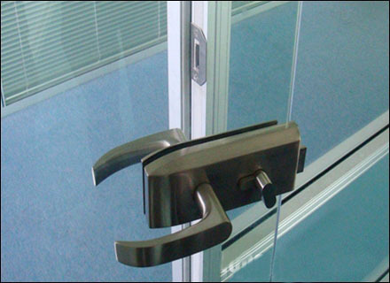 Os 008 Single Opening Metal Glass Door Lock With Keys And