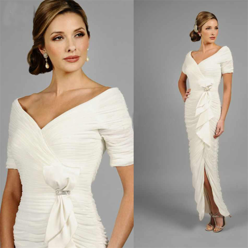 Cheap White Vintage Mother Of The Bride Dress With Split Ruffles Long Chiffon Formal Evening Dresses With Short Sleeves