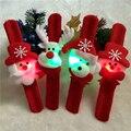4 unids Family Party Decoraciones de Navidad Juguete de Regalo Aplaudido de Santa Muñeco de nieve ciervos Círculo Puesto En la Mano O El Cabello Para Los Niños Y adultos