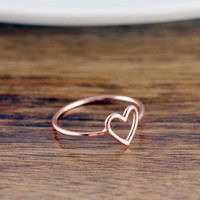 KLH112 Wholesale Rose Gold Heart Ring Stainless Steel Minimalist Heart Ring for Women Birthday Gifts Bridesmaid Gift