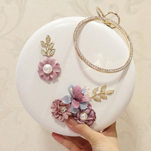 купить 2018 Round Flower Pearl Wedding Evening Clutch Bag Chain Circular Crossbody Box Party Bag White PU Leather Women Messenger Bag дешево