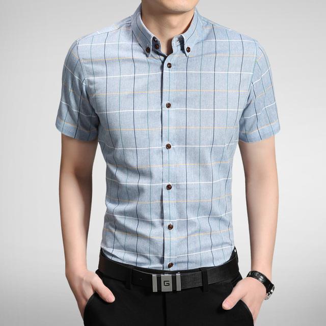 El envío Libre 2017 hombres del Verano Camisa de Tela Escocesa de La Raya Impresa Camisas de Manga Vestidos Casuales Hombres Slim Fit Camisas