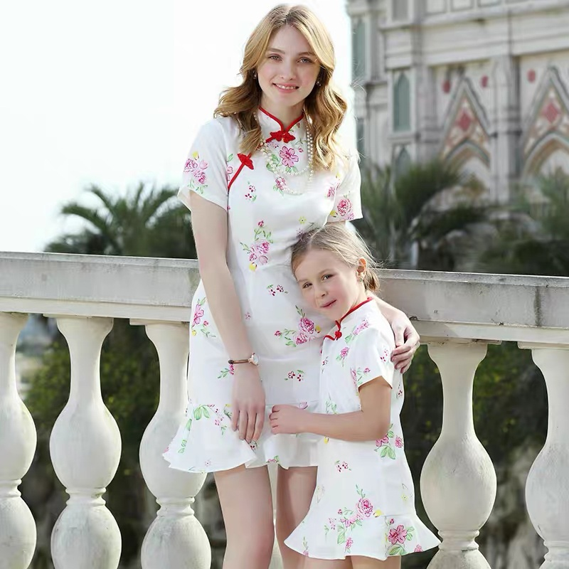 Été enfants fille 100-160 cm vêtements enfants maman et moi robe cheongsam fête robes formelles correspondant maman et fille vêtements