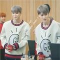 BTS пластины несовершеннолетних группы JIMIN с круглым вырезом свободные пространства хлопок осень Корейских мужчин и женщин служба поддержки