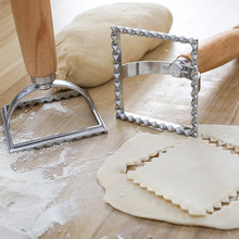 New Italian Round and Square Pasta Cutter Kitchen Pasta Mold Tool Ravioli Stamp Cutter With Beach Wooden Handle