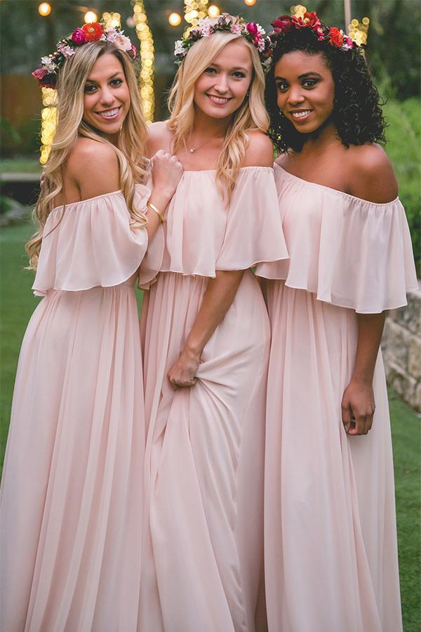 0e92b723157b Off-the-spalla di Colore Rosa Pastello Increspature Lunghi abiti In Chiffon  Damigella D