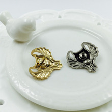 Fashion design brooch Exporting accessories bat shape brooch delicacy shirt Thorn needle Clip