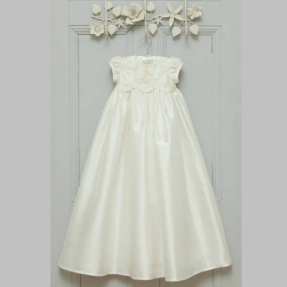 Heirloom Gowns Ivory White Baby Girls Christening Dress Lace Satin Baptism Gown Infant Birthday Dress недорого
