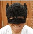 Novedad Winter Beanie Ganchillo Hecho A Mano Fresco Batman Máscara Casco EarFlap Sombreros Para Mujer Para Hombre Gorras de Invierno de Punto gorros de Fiesta regalos