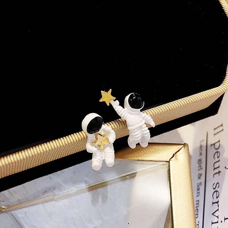 Asimetris Pentagram Kontrak Anting-Anting Fashion Wanita Anting-Anting Ruang Astronot Kecil Stud Anting-Anting Fashion Wanita Anting-Anting
