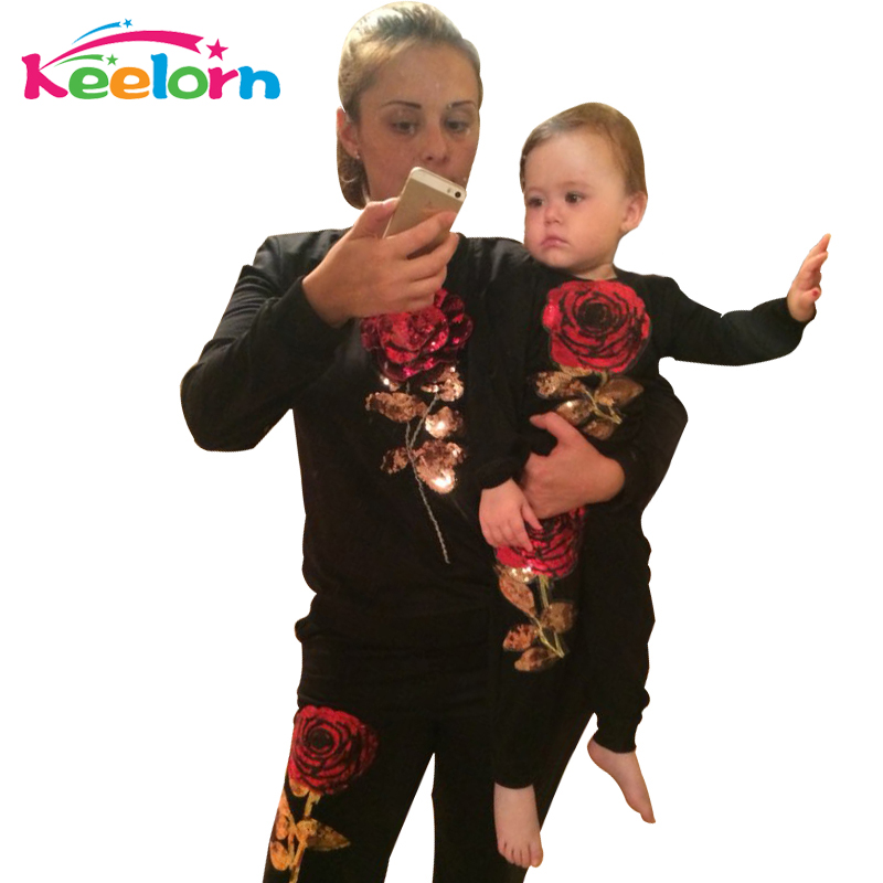 Keelorn 2018 New Winter Style Family Matching Outfits Mother And Daughter Long Sleeve Rose Floral Sweatshirt+Pants 2Pcs Suit rose embroidered applique sleeve sweatshirt