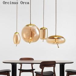 Postmodernistyczny kreatywny szklany żyrandol salon jadalnia sypialnia nordyckie współczesne proste złoty żelazny pojedynczy klosz żyrandol w Wiszące lampki od Lampy i oświetlenie na