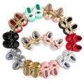 1 Par Enviar Bebê Meninas Mary Jane Sapatos de Bebê Flor Ouro PU Mocassins De Couro Do Bebê Arco Meninas Primeira Walker Criança Moccs