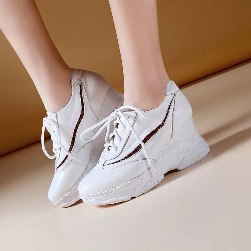 Ayakk.'ten Vulkanize Kadın Ayakkabıları'de Krazing Pot 2019 sıcak satış inek deri platformu superstar büyük boy 42 41 40 yuvarlak ayak lace up beyaz renk vulkanize ayakkabı L3f2'da  Grup 2