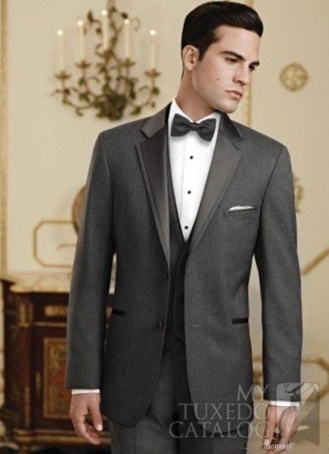 Por encargo de dos botones gris oscuro novio Esmoquin padrinos de boda  Trajes prom novio (chaqueta + Pantalones + chaleco + TiE) no  832 en Trajes  de La ... f1742d52dd7
