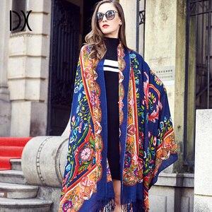 Image 2 - 2019 lã quadrada cabeça cachecóis feminino elegante senhora carf e xale quente longa impressão animal stoles bandana lenço hijab praia cobertor