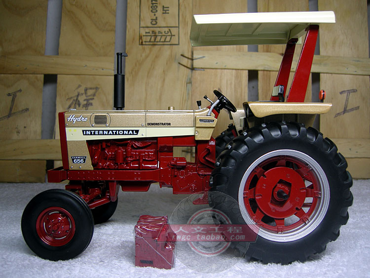ERTL 1//16 IH INTERNATIONAL HARVESTER FARMALL 656 GOLD DEMONSTRATOR TRACTOR SE