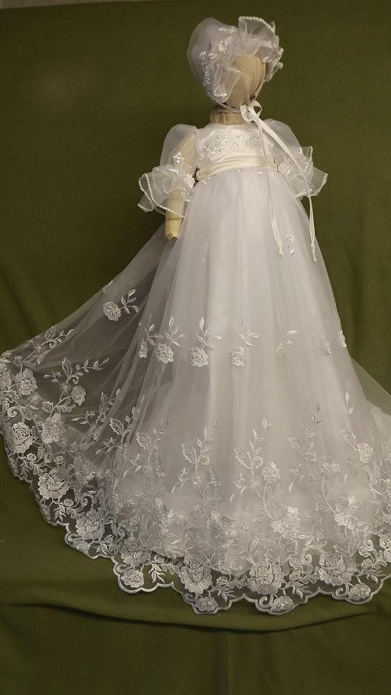 цена 2016 Lace Heirloom Gown Long Baby Girls Newborn Baptism Rope Christening Dress blessing Gown With Bonnet онлайн в 2017 году