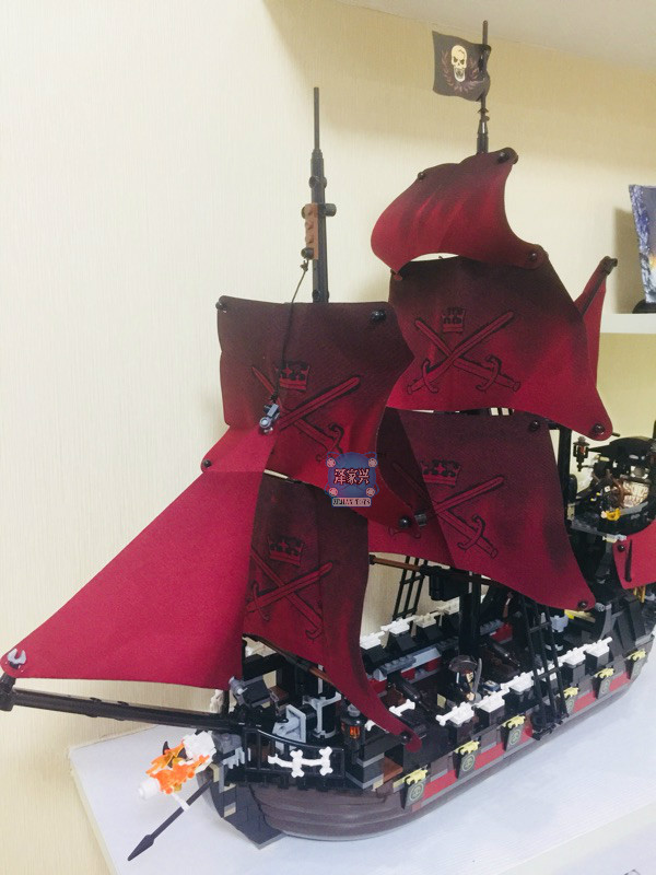1151Pcs Queen Anne's Revenge Mini Building Blocks Bricks Set Sale Pirates of The Caribbean Blackbeard Figures legoing Kids Toys 2017 new toy 16009 1151pcs pirates of the caribbean queen anne s reveage model building kit blocks brick toys