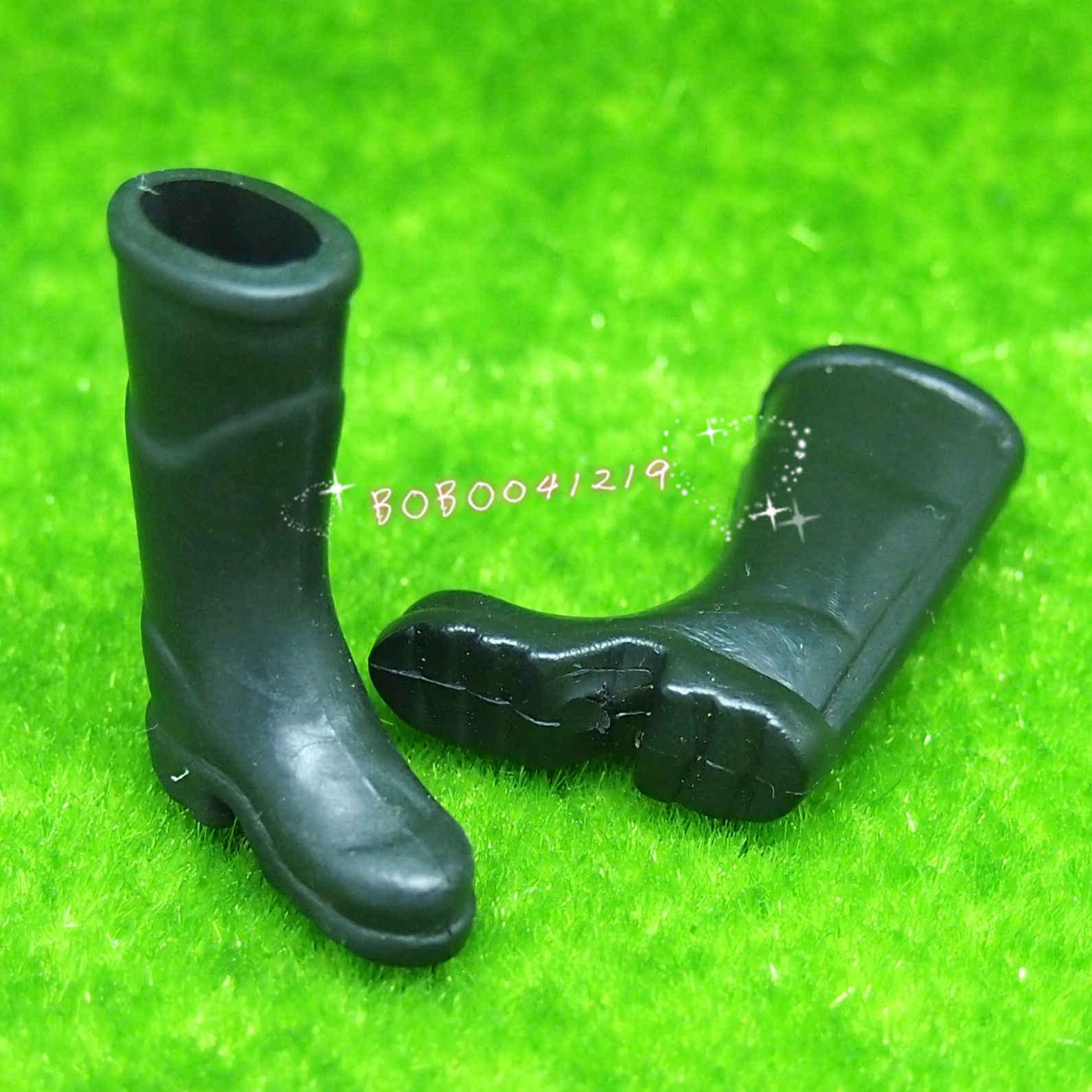 Casa de muñecas miniatura jardín un par de botas negras de goma altura 3,5 cm J17b