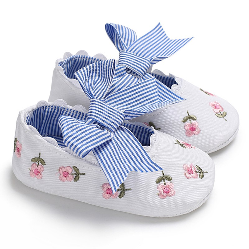 First Walkers 0-18M 2018 Summer New Style Fashion Baby Girl Embroidered Bow Princess Shoes Newborn Soft Toddler Shoes Hot Sale