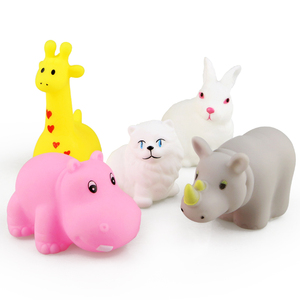 Image 3 - 15 teile/beutel Bad Spielzeug Tiere Schwimmen Wasser Spielzeug Mini Bunte Weiche Schwimm Gummi Ente Squeeze Sound Lustige Geschenk Für Baby kinder