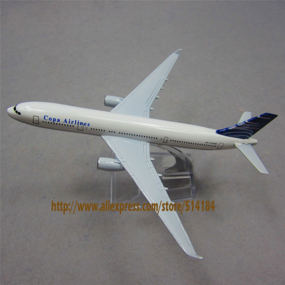 What types of services are offered through the Copa Airlines English-language website?