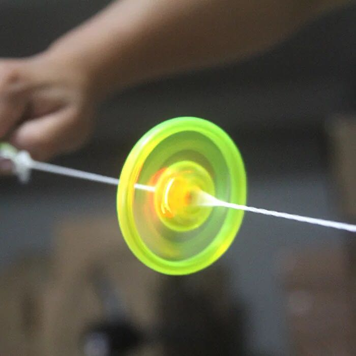 Cable Flash Flywheel Gyro Light UFO Children's Night Fitness Light led toys glow in the dark saucer flying kid haloween gift(China)