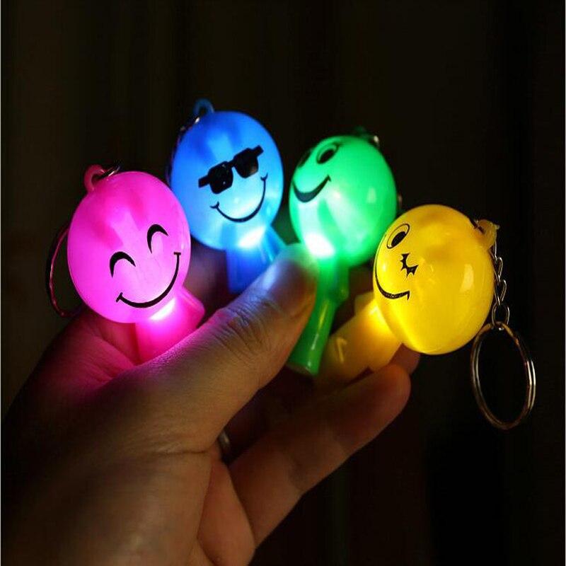 1 Pc Elektrische Kunststoff Cartoon Licht-up Spielzeug Puppe Pfeife Schlüsselbund Anhänger Glow In The Dark Spielzeug Für Kinder Lustige Spiele Geschenke Eine GroßE Auswahl An Farben Und Designs