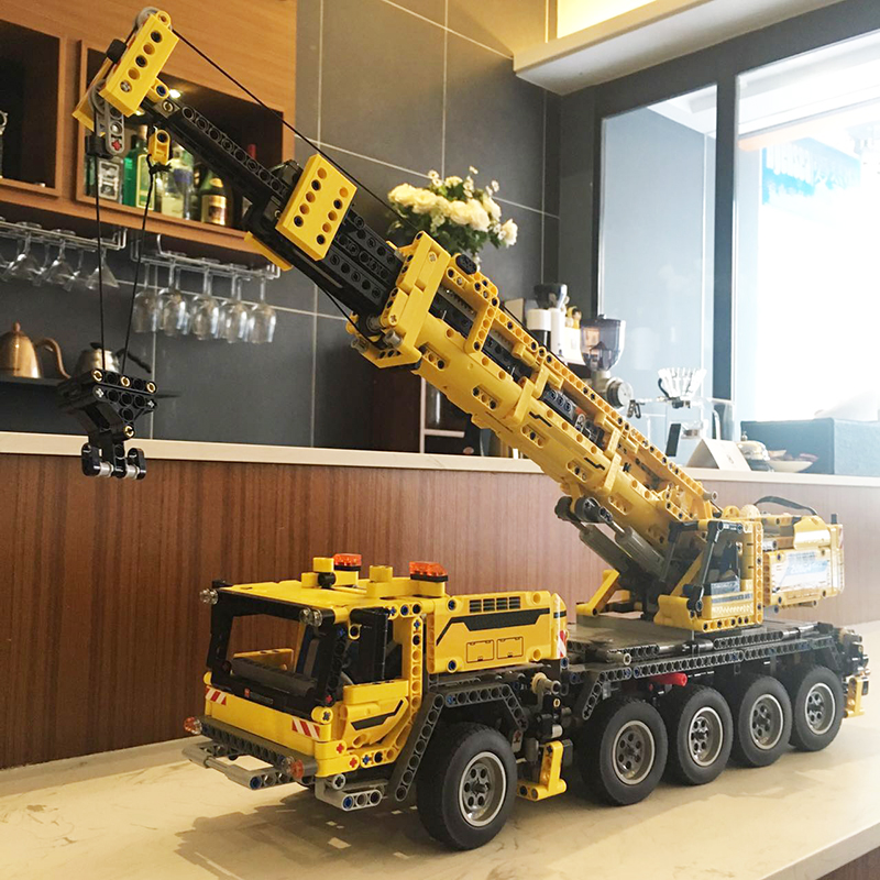 In Stock 20004 Technic Series Motor Power Mobile Crane Mk II Model 2667Pcs Building Blocks Bricks