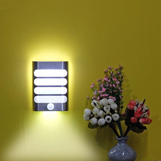 Led de aluminio de lujo de pegarse dondequiera motion sensor activado led maz-tek brillante lámpara de pared iluminación nocturna auto on/off para el itinerario
