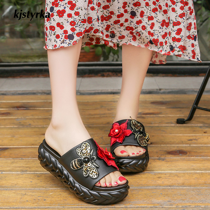 kjstyrka 2018 zapatos mujer Brand designer Women Slippers Summer thick bottom flower bee walking shoes ladies Beach Slippers