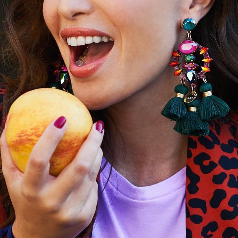 FASHIONSNOOPS קסם מצויץ Bijoux מכירה חמה עגילי הצהרת טאסל תליון יוקרה Boho המבריק עגילים להתנדנד בגלילה לנשים