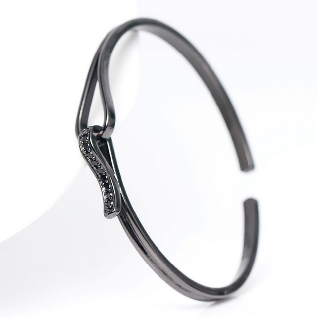 New Fashion High Quality Cuff Bangles Micro Pave Women Bracelet Bangles Trendy Black CZ Brand Braiding Macrame Charm Bracelet.