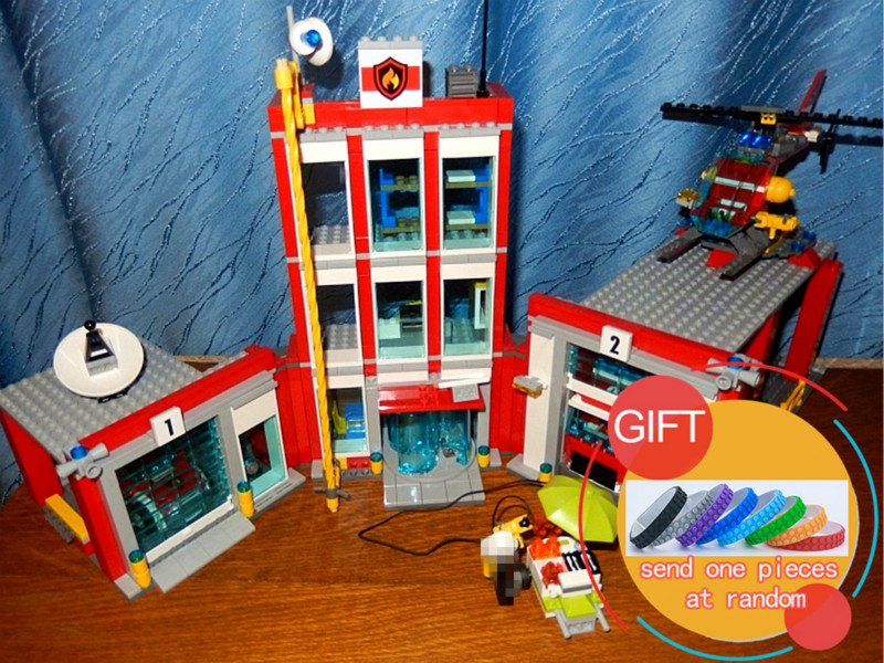 02052 1029Pcs The Fire Station City Series Set Building Blocks Bricks Compatible with 60110 Educational Toys DIY Gift lepin lepin 02052 genuine 1029pcs city series the fire station set 60110 building blocks bricks educational toys christmas gift model