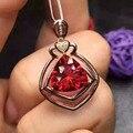Natural rojo granate colgante S925 Collar de plata Colgante de piedras preciosas Naturales moda precioso triángulo Elegante muchacha de las mujeres regalo de la joyería