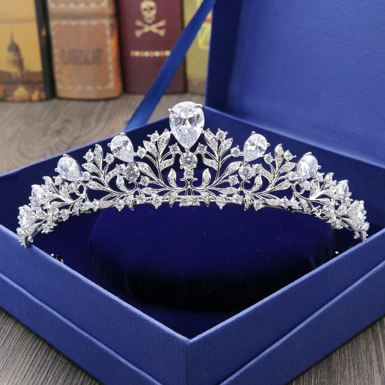 Luxury Prong Setting Clear Cubic Zircon Leaf Wedding Tiara CZ Crowns Bridal Queen Princess Rhinestone Pageant Royal Party CrownLuxury Prong Setting Clear Cubic Zircon Leaf Wedding Tiara CZ Crowns Bridal Queen Princess Rhinestone Pageant Royal Party Crown