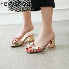 Женские шлепанцы; тканевые туфли с открытым носком на высоком каблуке с бантом-бабочкой на толстом каблуке; Новинка года; пикантная модная повседневная Летняя обувь серого цвета; размеры 34-43