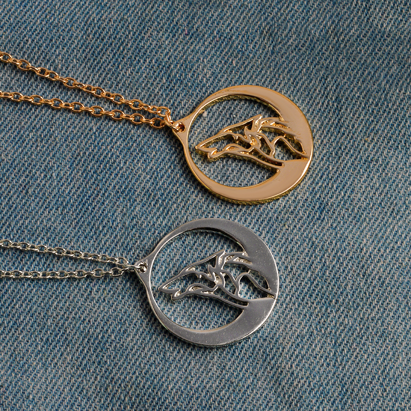 6247a6a6bab4 Lobo aullador con Luna de plata colgante collar de oro étnico Animal  collares hombres chico amigo Simple joyería de moda en Collares pendientes  de Joyería y ...
