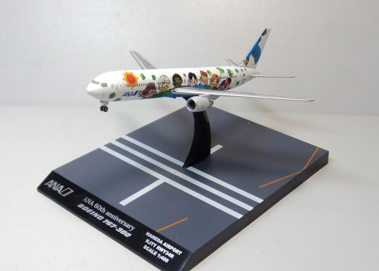 цена Hogan 1:400 ANA 767-300 ana ja8674 aircraft model онлайн в 2017 году