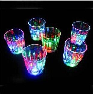 576 шт. модные мини-светодиод мигает Пластик напитков Кубок вина бар участников клуба декоративная кружка