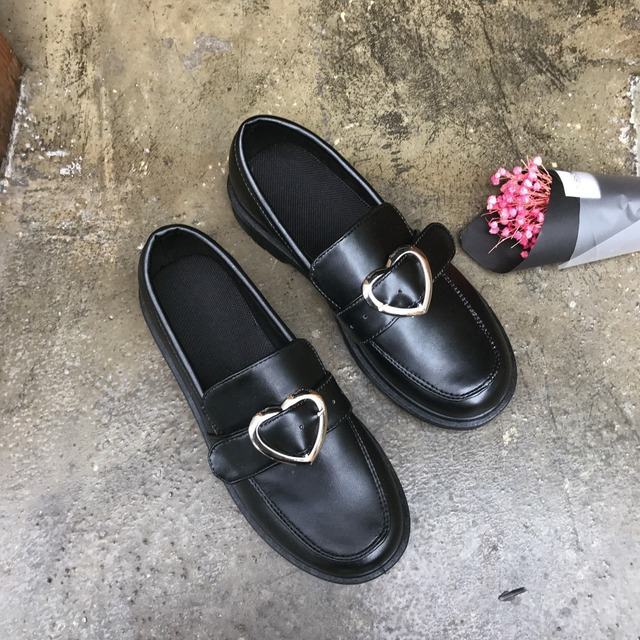 2017 Spring Women's Flats Shoes Japanese Round Head Single Shoes Students Metal Buckle Love Heart Women's Shoes Boat Shoes