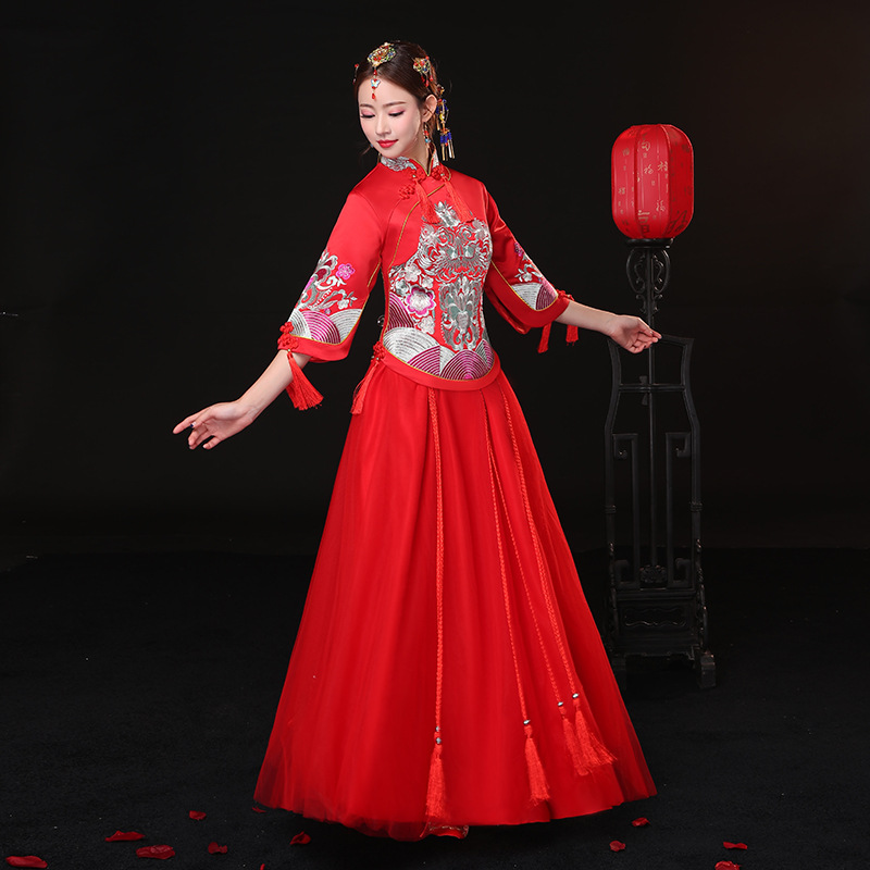 Ancient marriage costume the bride clothing gown traditional Chinese ...