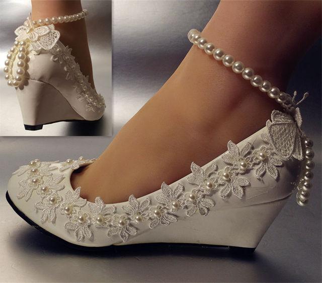 c9a04621a1 Novo design de moda cunhas pico salto baixo tornozelo de salto alto sapatos  de casamento branco
