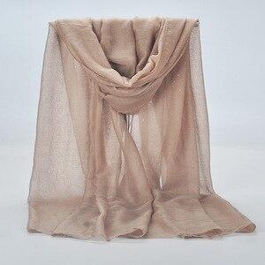 Image 2 - 20 kleur 2019 Nieuwe Winter Vrouwen Zwart Navy Effen Kleur Moslim Hijab Shimmer Glitter Sjaal Wrap Vrouwelijke 90cm * 180cm