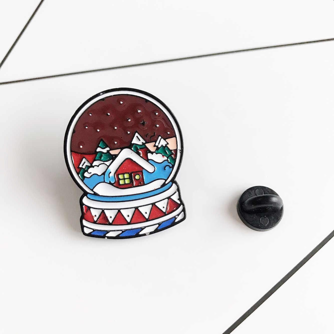 การ์ตูน Magic Crystal Ball สำหรับผู้หญิงสภาพอากาศหิมะ House Enamel Pin Denim แจ็คเก็ต Collar Badge Pins ปุ่มอุปกรณ์เสริม