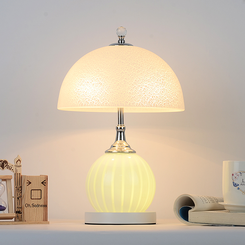 Table lamp bedroom bedside creative European modern simple wedding personality study warm warm bedside lamp CL
